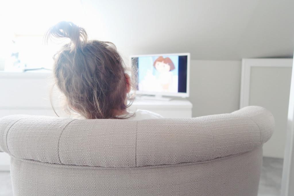 Почему стоит подумать дважды, прежде чем устанавливать телевизор в комнате ребенка: мнение специалистов