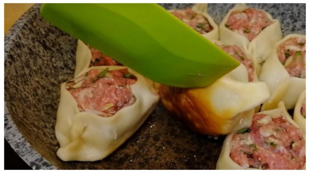 Когда мои родные хотят пельменей, а мне некогда их лепить, я готовлю открытые пельмени на сковороде: делюсь простым рецептом