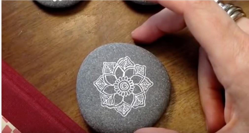Сила природы и искусства: мандалы на камнях очищают разум и наполняют спокойствием
