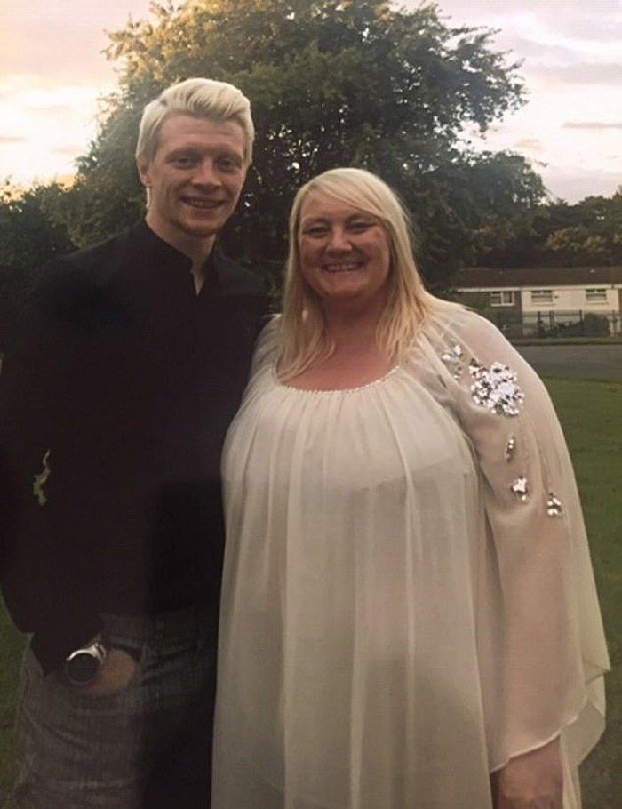 Полная женщина решила похудеть к свадьбе сына. Теперь она такая стройняшка, что хоть саму замуж выдавай