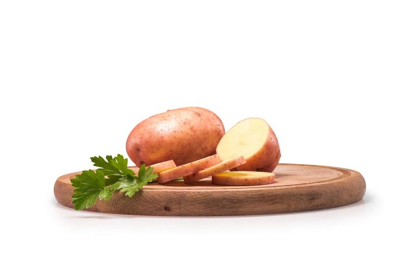 Как использовать картофель в уходе за кожей
