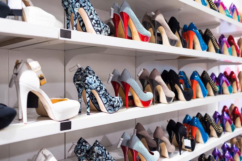 Почему не стоит покупать обувь утром
