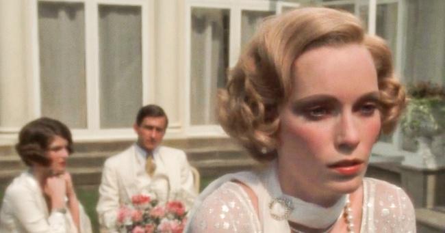 Почему белый чаще носят летом, чем зимой (Спойлер: виноваты жены состоятельных американцев)