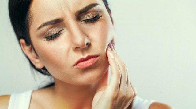Как приглушить зубную боль до того, как вы попадете к врачу