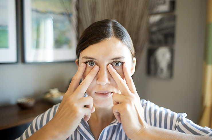 Отеки и морщины? 5 эффективных упражнений по уходу за кожей лица