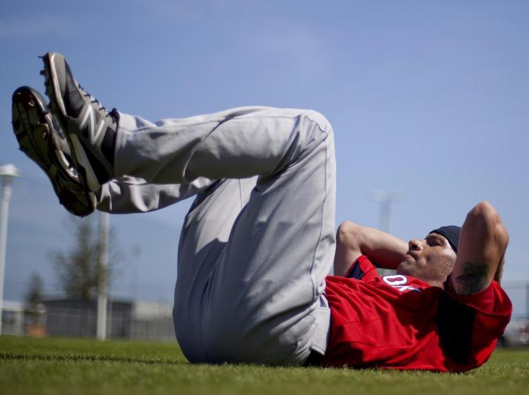 Подруга-тренер рассказала, что качать пресс бесполезно: эффективные упражнения