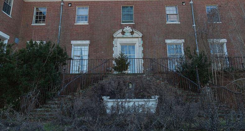В загадочной вилле никто не жил 50 лет, но в ней сохранилось многое. Как дом выглядит изнутри: фото