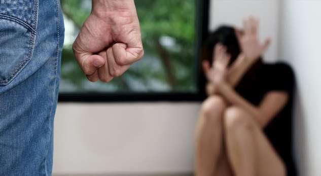 Мужчину, ударившего девушку ножом, задержали только после резонанса всоцсетях