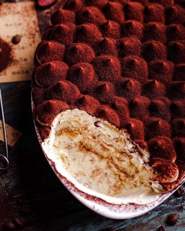 Новогодний десерт в итальянском стиле: готовим нежный Тирамису для большой компании