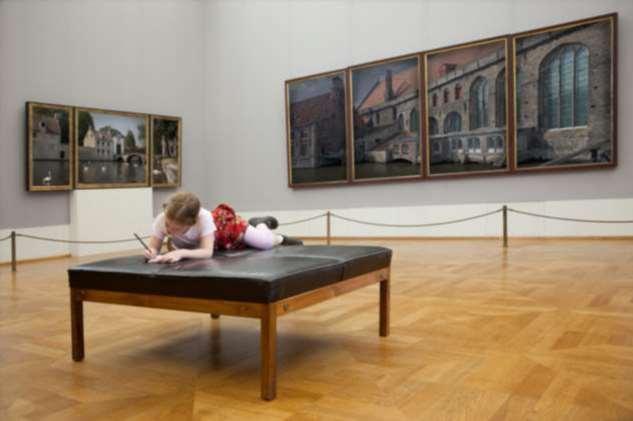 Как переключить внимание ребенка со смартфона в реальность