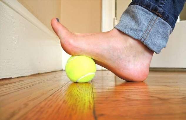 «Косточка» на ноге: как от нее избавиться и почему она преследует женщин