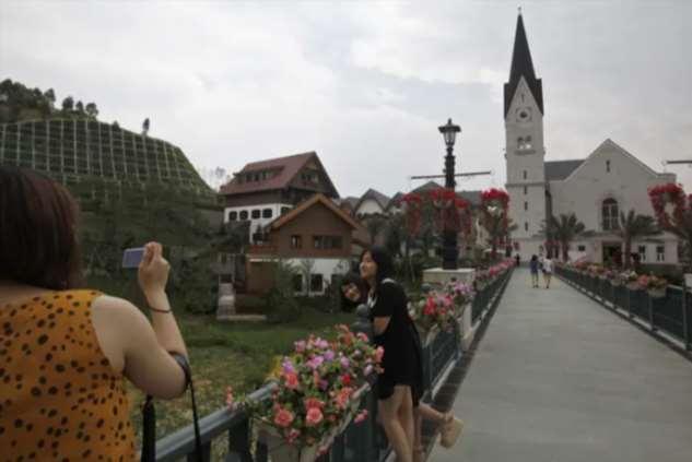 После выхода «Холодного сердца» маленькая австрийская община стала магнитом для туристов, и это ее разрушает