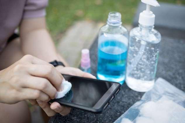 Нужно ли чистить поверхность смартфона