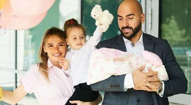 «Две близняшки-красавицы»: Анна Хилькевич показала как ее дочери соперничают между собой